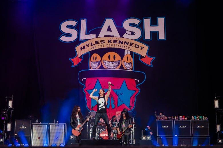 Slash featuring Myles Kennedy & The Conspirators